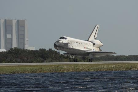 发现号航天飞机安全着陆 结束15天太空之旅(图)