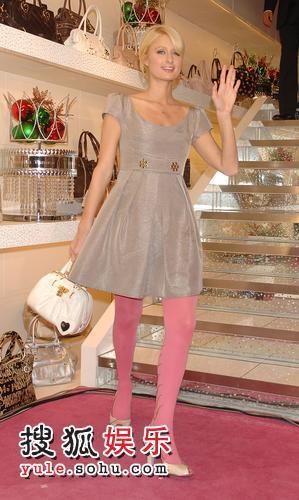 希尔顿粉红丝袜娇美迷人