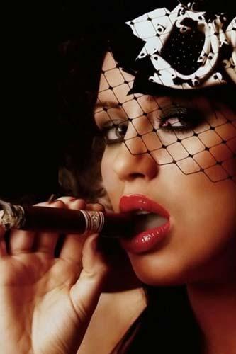 苏菲·霍华德-欧美贵族女星与雪茄的曼妙诱惑