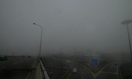 昨天立冬,双流机场遭受了浓雾袭击