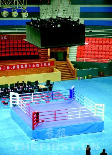 馆内中心拳击比赛台