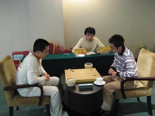 图文:围甲第16轮重庆VS广东 王雷对阵张伟金