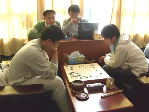 图文:围甲第16轮新兴山东对抗 刘星对阵周睿羊