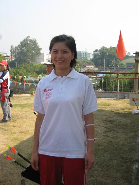 图文:07射箭锦标赛两大美女比拼 上海小美女
