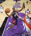 图文:[NBA]骑士胜国王 詹姆斯快攻上篮