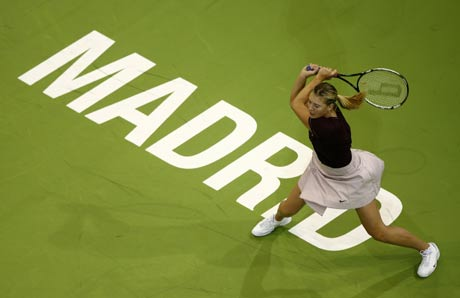 图文:WTA总决赛莎娃晋级决赛 俯瞰美女回球