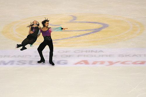图文:中国杯花滑赛 双人滑夺铜牌的意大利选手