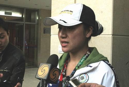 图文:中国射击队备战奥运 任洁接受记者采访