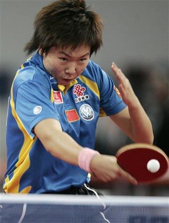 图文:德国乒乓球公开赛 女单决赛李晓霞胜曹臻