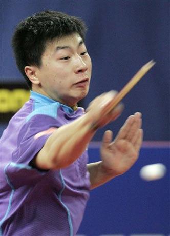 图文:德国乒乓球公开赛 马龙获得男子单打冠军