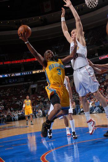 图文:[NBA]黄蜂胜76人 保罗上篮