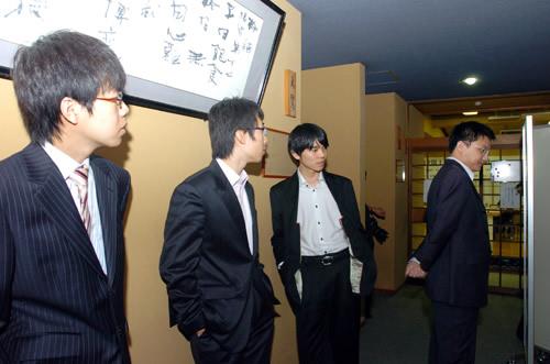 图文:第12届LG杯八强战 四位棋手参观日本棋院