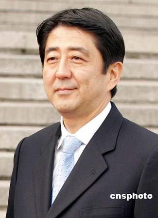 日本首相安倍晋三于东京时间9月12日下午2时(北京时间下午1时)许在首相官邸会见记者,正式表示辞职。中新社发 毛建军 摄