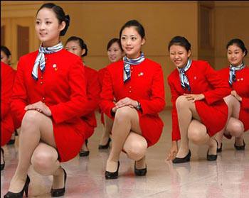 """英媒:奥运礼仪学校就像""""美女集中营"""""""