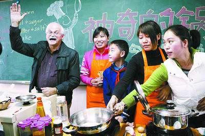 妈妈的厨艺加戴维的翻译,这样上课叫人怎能不开心