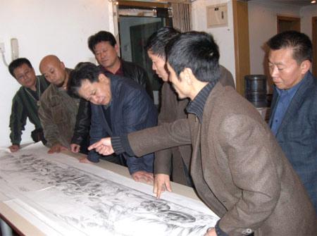 《中华奥运梦》(国画)长卷艺术总监张散石介绍创作思路。