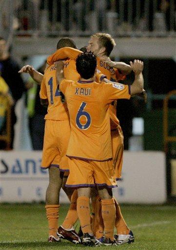 图文:国王杯巴萨3-0 球员庆祝胜利