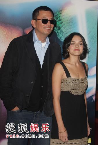 王家卫与诺拉-琼斯一同出现首映礼