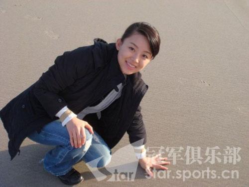 图文:潘晓婷纯情绝美写真 沙滩上的可爱天后