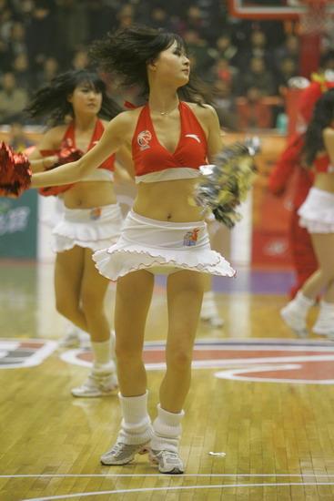图文:[CBA]篮球宝贝激情PK 陕西宝贝底裤走光