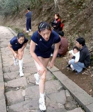 图文:08中国奥运希望之薛明 登山体力训练
