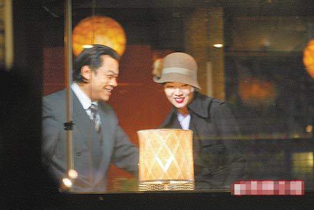 金钟表演节目《色,借》昨录影,油头蔡康永(左)和浓妆侯佩岑视觉效果惊人,与电影差很多