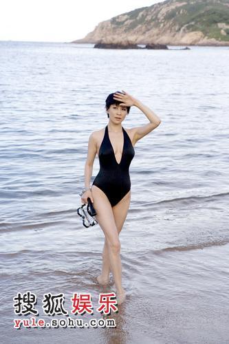 刘嘉玲三年来首拍泳装广告