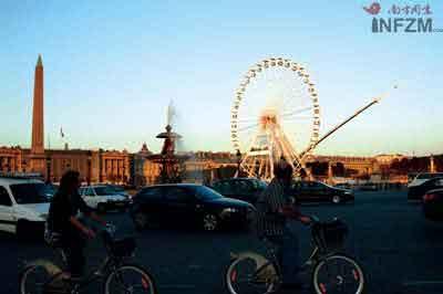 """协和广场旁的摩天轮也是""""美好年代""""的遗迹"""