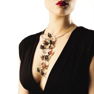 ▲TESIRO通灵此次在华举办顶级珠宝展,一方面显示了欧洲珠宝巨头的非凡实力,另一方面更展示出优质切工钻石的璀璨魅力。资料图片