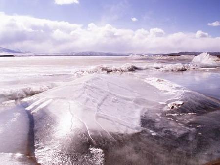 月牙湖——曾经波澜起伏,而今已成冰凌