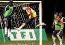 图文:[友谊赛]法国队积极备战 克莱克头球解围