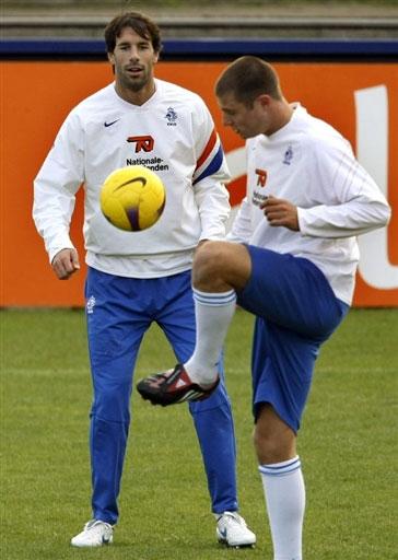 图文:[欧锦赛]荷兰积极备战 范尼训练十分轻松
