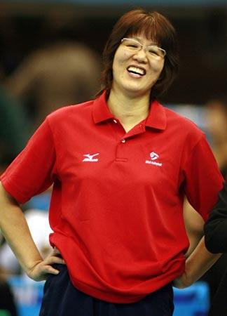 拿到奥运资格的郎平已没压力,即使面对意大利,仍然放松大笑