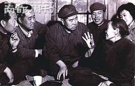 《杨三姐告状》的人物原型(右前方)。