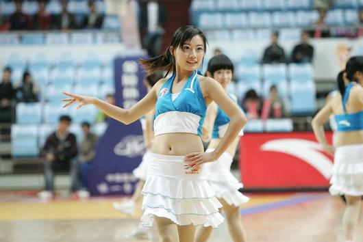图文:[CBA]篮球宝贝热舞助兴 浙江宝贝宛如西施