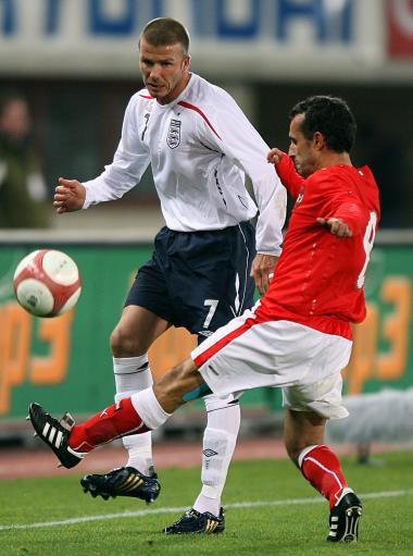 图文:[热身赛]奥地利VS英格兰 小贝很积极