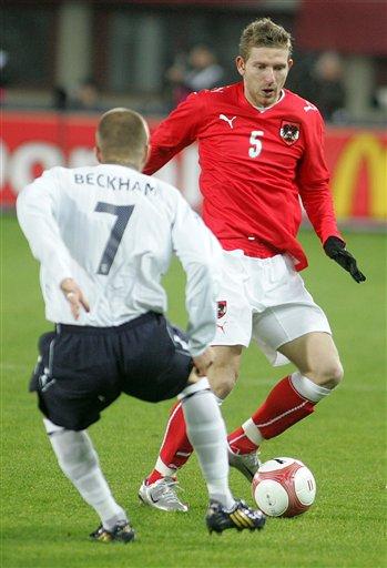 图文:[热身赛]奥地利VS英格兰 小贝防守