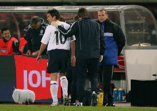 图文:[热身赛]奥地利VS英格兰 欧文受伤下场