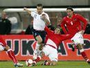 图文:[热身赛]奥地利VS英格兰 科尔突出重围