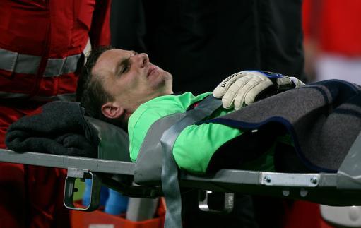 图文:[热身赛]奥地利VS英格兰 门将受伤下场