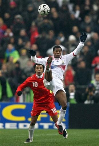 图文:[热身赛]法国2-2摩洛哥 埃弗拉难度停球