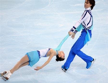 图文:花滑法国站第一比赛日 庞清佟健完美表演