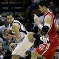 图文:[NBA]火箭VS马刺 吉诺比利脚都上了