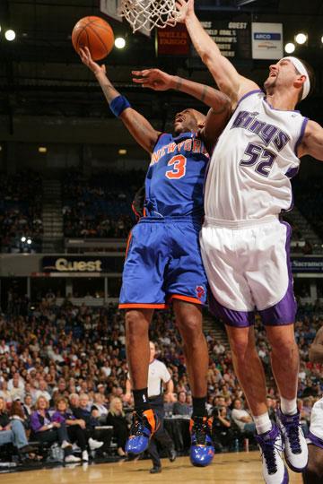 图文:[NBA]尼克斯vs国王 米勒封盖马布里