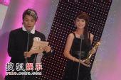 图:第42届台湾电视金钟奖现场 杨丞琳颁奖
