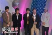 图:5566组合颁发综合节目奖及主持人奖