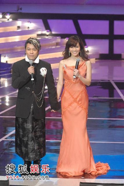 蔡康永与侯佩岑宣布晚会结束