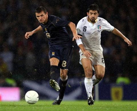 图文:[欧预赛]苏格兰1-2意大利 加图索奋勇争先