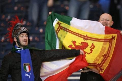 图文:[欧预赛]苏格兰1-2意大利 球迷之间的较量