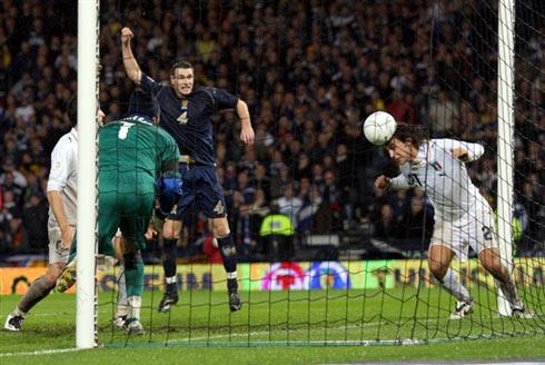 图文:[欧预赛]苏格兰1-2意大利 皮尔洛门线救险